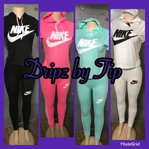 Ladies 2pc Nike jogger set with crop top small